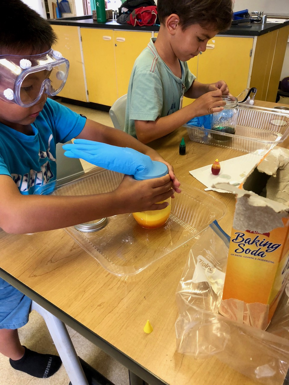 kids doing science experiment